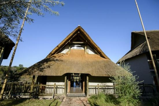 Victoria Falls Safari Club: Exactly how you imagine your dream safari to look