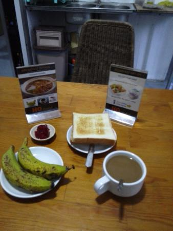 HQ Apartments and Cafe: Breakfast