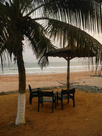 Busua Beach Resort: A nice place to read during the sunset