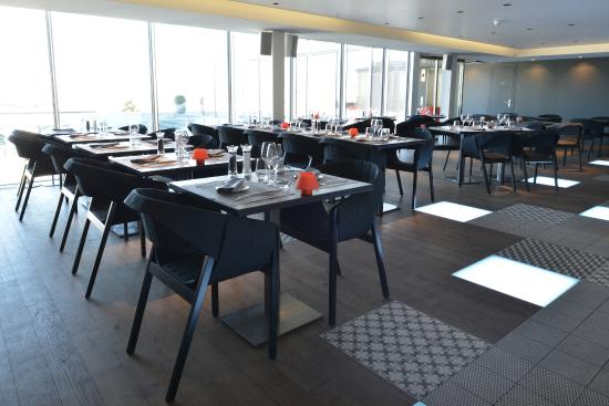 le restaurant et ses baies vitr es picture of rooftop 42 geneva tripadvisor. Black Bedroom Furniture Sets. Home Design Ideas