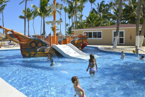 Piscine au coin des enfants picture of bavaro princess for Piscine enfant