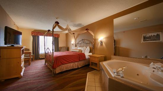 Fort Wayne, IN: This updated deluxe whirlpool room will make that special night perfect.