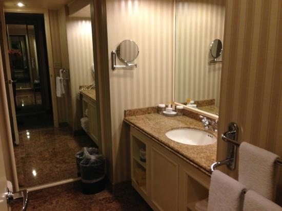 Bally 39 S Standard Bathroom Picture Of Bally 39 S Las Vegas Las Vegas Tripadvisor