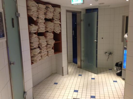 outside shower in pool area picture of radisson blu hotel bremen tripadv. Black Bedroom Furniture Sets. Home Design Ideas