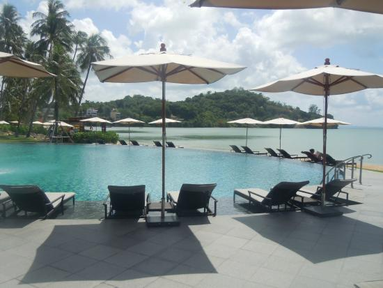 Piscine d bordement picture of phuket panwa beachfront for Piscine a debordement