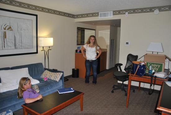 Embassy Suites by Hilton Louisville: large seatting area