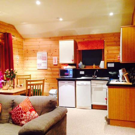 Love cabin picture of kinnaird woodland lodges for Absolute bliss salon and retreat