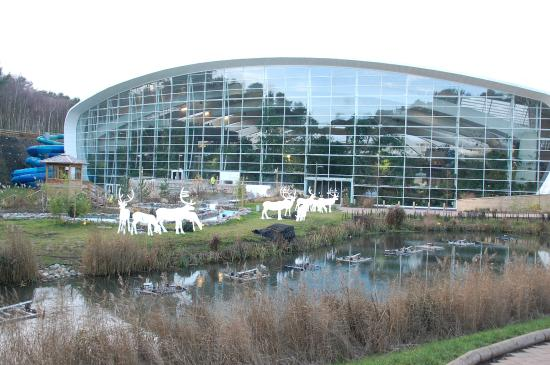 Outside Of Tropical Swimming Paradise Picture Of Center Parcs Woburn Forest Bedford Tripadvisor