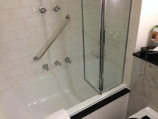 Shower over bath accessiblealerts picture of vibe for Bathroom spa baths melbourne