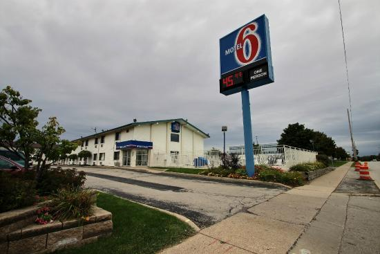 Motel 6 Milwaukee South Airport