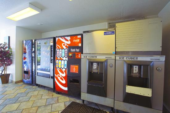 Motel 6 Charleston South: Vending