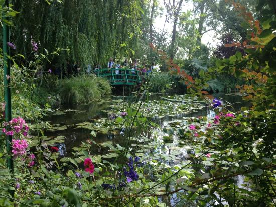 le bassin aux nymph as for real picture of claude monet 39 s house and gardens giverny. Black Bedroom Furniture Sets. Home Design Ideas