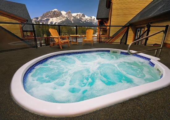 Rundle Cliffs Luxury Mountain Lodge: Roof Top Hot Tub