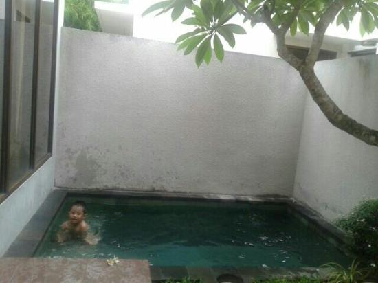 Small pool but very nice picture of karana villa for Nice small pools