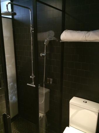 great bathroom with rainshower sink area at the back not in photo lightings are good in the. Black Bedroom Furniture Sets. Home Design Ideas