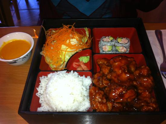 lunch bento box general tso 39 s chicken picture of fuji chinese cuisine. Black Bedroom Furniture Sets. Home Design Ideas
