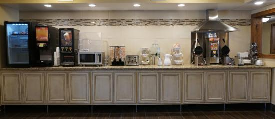 Econo Lodge - Mayo Clinic Area: Newly Remodeled Breakfast Line