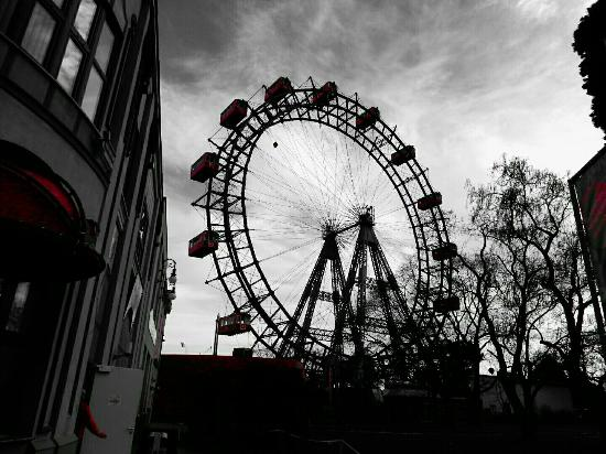 riesenrad bei regen picture of the vienna prater vienna tripadvisor. Black Bedroom Furniture Sets. Home Design Ideas