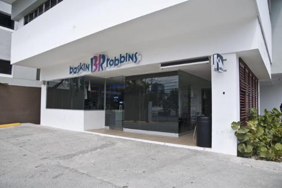 baskin robbins store front the image kid has it. Black Bedroom Furniture Sets. Home Design Ideas