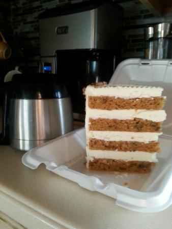 Brownstown Township, MI: We are actually getting 6 servings out of this one amazing portion of carrot cake!