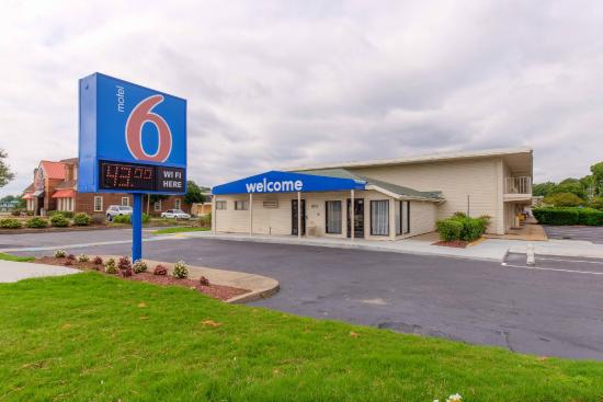Motel 6 Norfolk Hotel