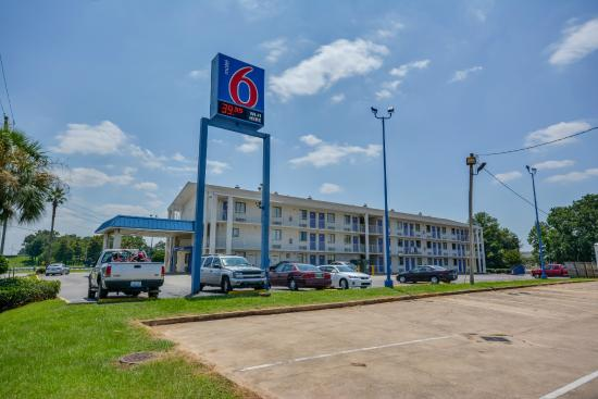 Motel 6 Mobile North