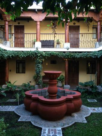 Hotel Los Pasos: A view of an inner court yard fountain.