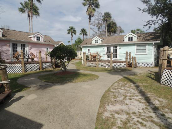 Tropical Palms Resort and Campground: Bungalows