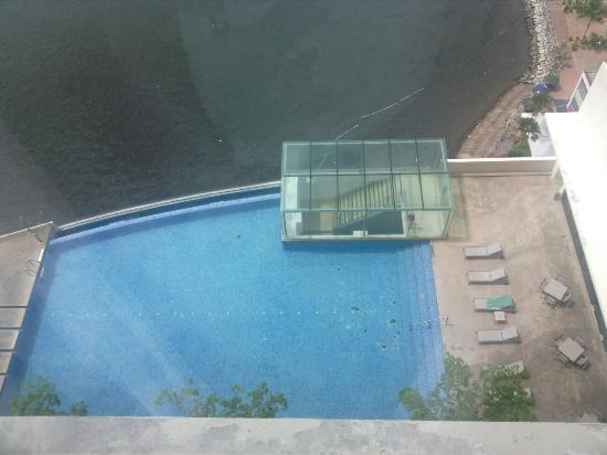 Black Spots On Bottom Of The Pool Are The Missing Tiles Picture Of Four Points By Sheraton