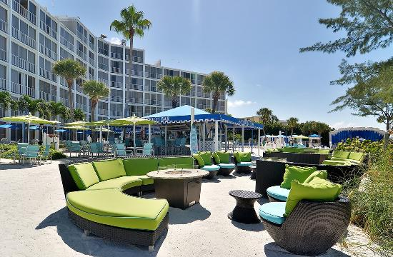 Guy Harvey Outpost, a TradeWinds Beach Resort: Lounge around open fire tables in The SandBox