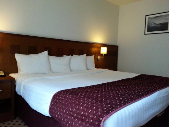 Cama king size picture of pillo hotel galway galway for Cama grand king
