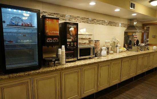 Econo Lodge - Mayo Clinic Area: Deluxe Continental Breakfast