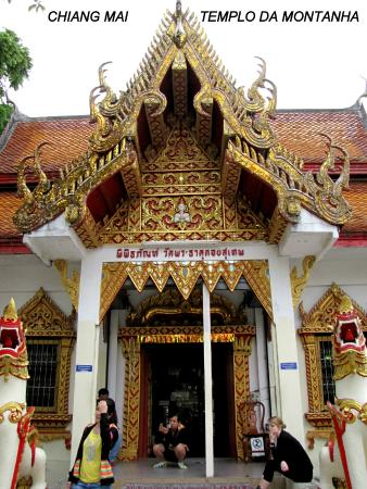 Uma das alas do Templo - Picture of Wat Phra That Doi Kham ...