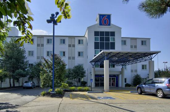 ‪Motel 6 Portsmouth‬
