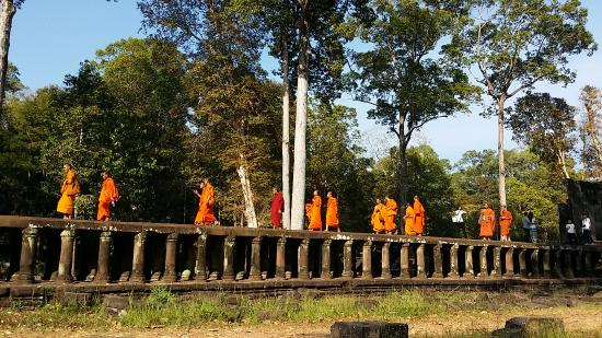 Angkor Guide Sam Day Tour