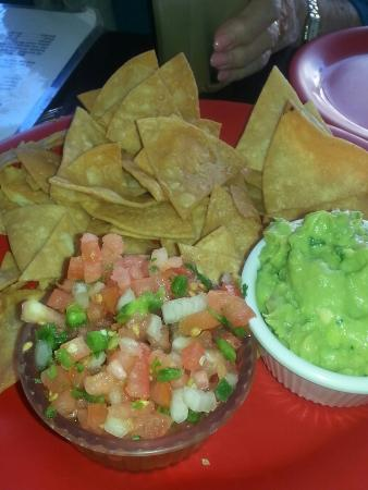 El limon ambler restaurant reviews phone number for El salas restaurante