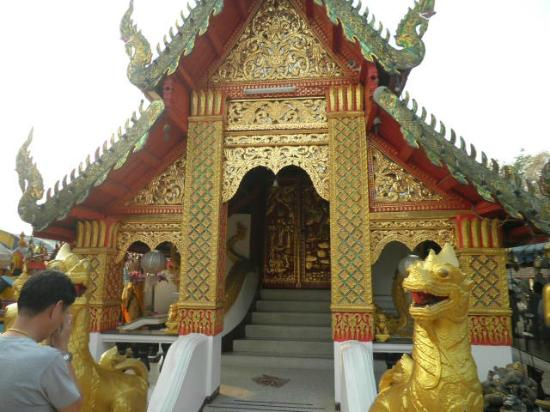 Inner Temple - Picture of Wat Phra That Doi Kham (Temple of the Golden Mounta...