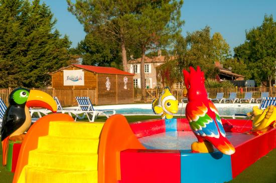 Avrille photos featured images of avrille vendee for Camping indre et loire avec piscine couverte