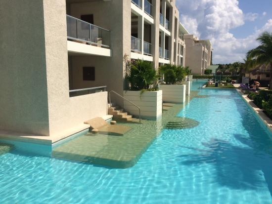 Swim Up Rooms On 1st Floor Looked Fun Picture Of Paradisus Playa Del Carmen La Perla Playa