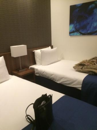 All our rooms offer free wifi and lcd tv picture of holiday inn express amsterdam south - Bed kamer ...