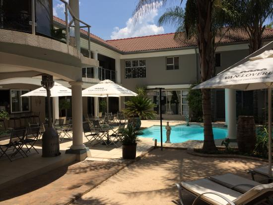 Cocomo Guesthouse and Conference Centre in Hartbeespoort