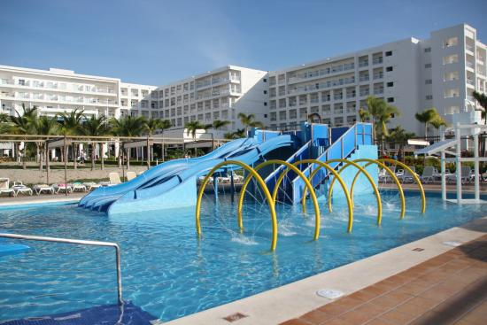 Piscine enfant picture of hotel riu playa blanca rio for Piscine enfant