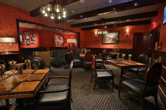 Private dining room picture of gordon ramsay pub grill for Best private dining rooms nj