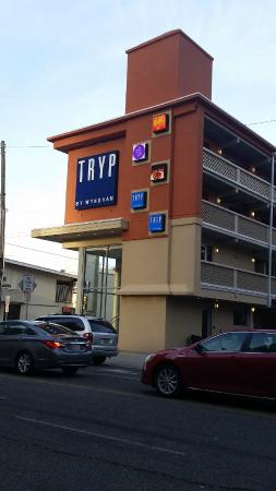 double parking picture of tryp by wyndham atlantic city. Black Bedroom Furniture Sets. Home Design Ideas