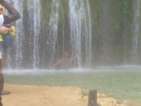 Une douche sous la cascade picture of el limon dominican republic tripad - Video sous la douche ...