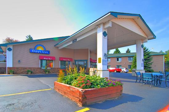 Cedar motor inn marquette mi motel reviews tripadvisor for Cedar motor inn marquette