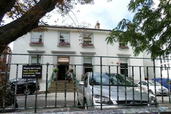 301 moved permanently for Abbey road salon