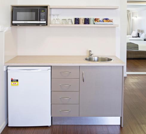 Kitchenette - Picture of Cairns Plaza Hotel, Cairns ...