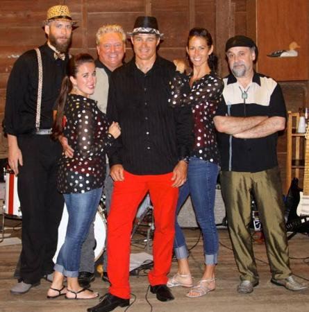 Oakland House Cottages by the Side of the Sea: The Crown Vic's band entertained in the barn. We danced and had a ball.