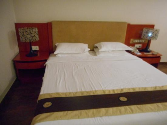 Bed Full View Picture Of Long Beach Hotel Cox 39 S Bazar